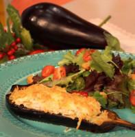 Запеченные баклажаны с тунцом и сыром