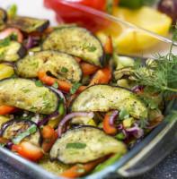 Салат из запеченных баклажанов с перцем