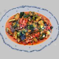 Овощной салат из помидоров, баклажанов, кабачков