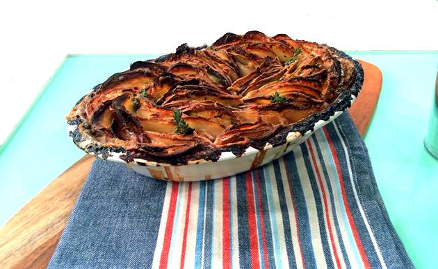 Картофельная запеканка с ветчиной и соусом